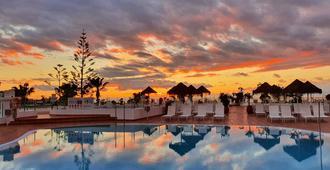 火烈鸟海滩伴侣公寓 - 阿德耶 - 游泳池