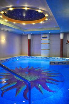 蕾佳娜酒店 - 格拉多 - 游泳池