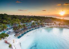 席卡瑞西方大酒店- - 卡曼海灘 - 海滩