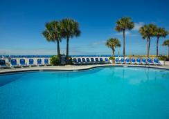 贸易风岛大酒店 - 圣彼得海滩 - 游泳池