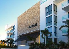 亚拿套房公寓 - 卡曼海灘 - 建筑