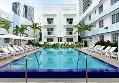 佩斯塔纳南滩酒店 - 迈阿密海滩 - 游泳池