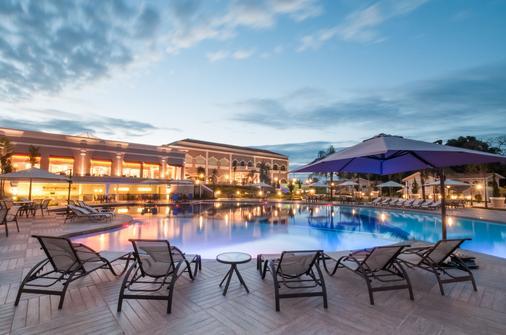 福斯伊瓜苏希望酒店 - 伊瓜苏 - 游泳池