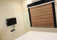 10号住宿奢华服务式公寓 - 印多尔 - 睡房