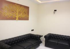 10号住宿奢华服务式公寓 - 印多尔 - 休息厅