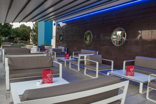 塞勒斯波塔尔斯滨海萨勒酒店 - 卡尔维亚 - 酒吧
