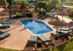 塞勒斯波塔尔斯滨海萨勒酒店 - 卡尔维亚 - 游泳池