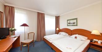 柏林市斯坦格里茨区拉文纳诺富姆酒店 - 柏林 - 睡房