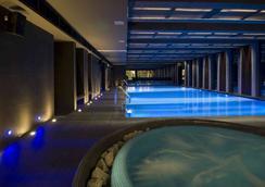 布利斯康体酒店 - 布达佩斯 - 游泳池