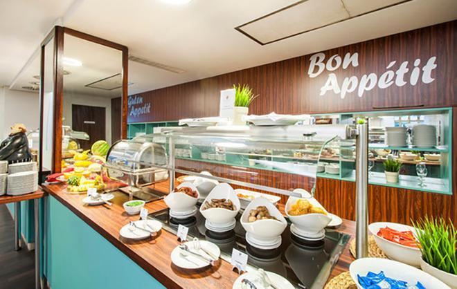 科隆市中心阿兹姆酒店 - 科隆 - 自助餐