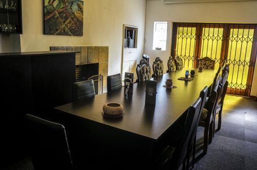 Acn国际摄政住宿加早餐旅馆 - 肯普顿帕克 - 会议室