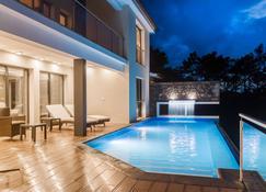 大西洋古迹奢华别墅酒店 - 马达莱纳 - 游泳池