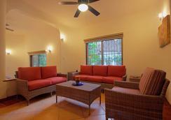 玛雅海滨度假套房酒店 - 卡曼海灘 - 客厅