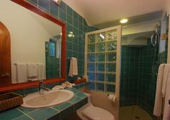 玛雅海滨度假套房酒店 - 卡曼海灘 - 浴室