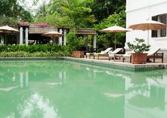 萨特里神秘屋度假村 - 琅勃拉邦 - 游泳池