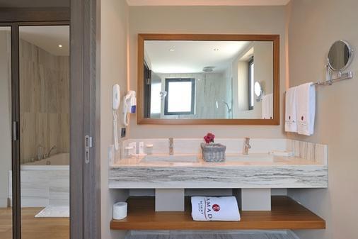 博德鲁姆华美达度假村 - 博德鲁姆 - 浴室