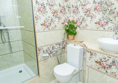 多姆库莫维查酒店 - 圣彼德堡 - 浴室