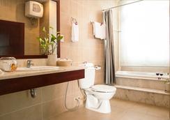 White House Hotel - 岘港 - 浴室