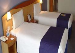 伦敦滑铁卢戴斯酒店 - 伦敦 - 睡房
