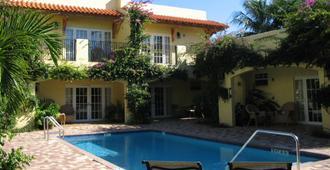 格兰德维尤花园住宿加早餐酒店 - West Palm Beach - 游泳池