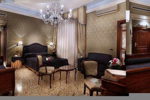 威尼斯哥伦比亚酒店 - 威尼斯 - 睡房