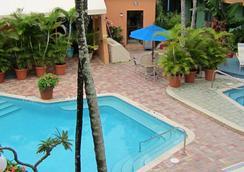 北海滩乡村维多利亚公园度假酒店 - 劳德代尔堡 - 游泳池
