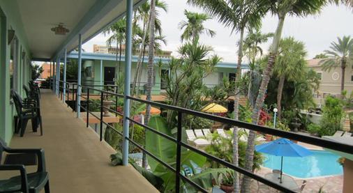北海滩乡村维多利亚公园度假酒店 - 劳德代尔堡 - 阳台