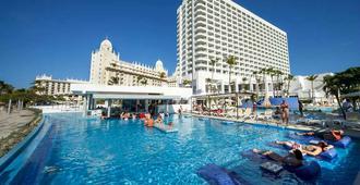 安提拉斯悦宜湾奢享酒店-仅限成人 - 棕榈滩 - 游泳池