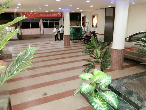 Hotel Disha Palace - Shirdi - 停车场