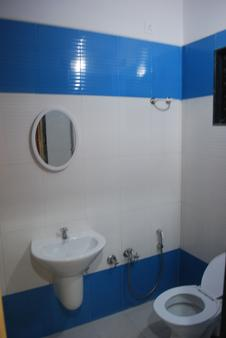 Hotel Disha Palace - Shirdi - 浴室
