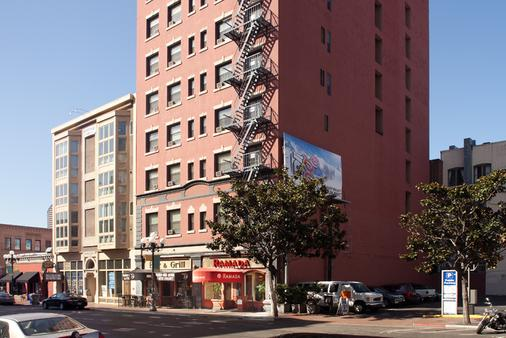 煤气灯会议中心温德姆华美达酒店 - 圣地亚哥 - 建筑