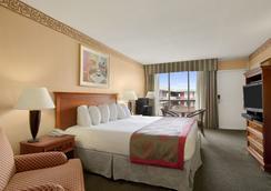 好莱坞市中心华美达酒店 - 好莱坞 - 睡房