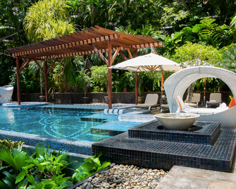 马坎达海边酒店 - 曼努埃尔安东尼奥 - 游泳池