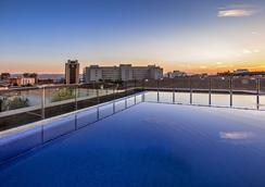 格拉纳达奥格瑞酒店 - 格拉纳达 - 游泳池