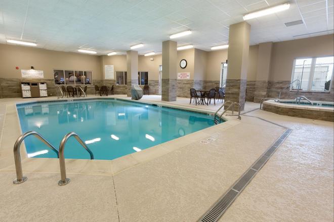 路易斯维尔北德鲁里套房酒店 - 路易斯威尔 - 游泳池