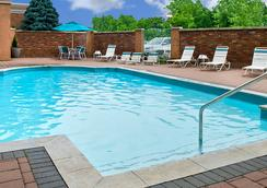 尼亚加拉瀑布万怡酒店 - 尼亚加拉瀑布 - 游泳池