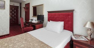 加利福尼亚精品酒店-仅限成人入住 - 敖德萨 - 睡房