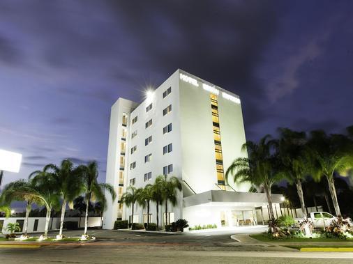 美利达阿塔布里萨米西翁快捷酒店 - 梅里达 - 建筑