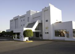 塞拉亚米森快捷酒店 - 塞拉亚 - 建筑