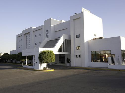 塞拉亚米森快捷酒店 - Celaya - 建筑