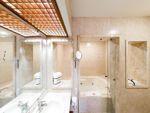 塞拉亚米森快捷酒店 - Celaya - 浴室