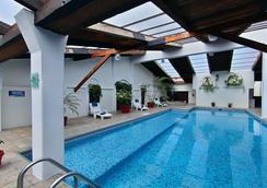 米西翁哈拉帕拉斯公约广场酒店 - 哈拉帕 - 游泳池