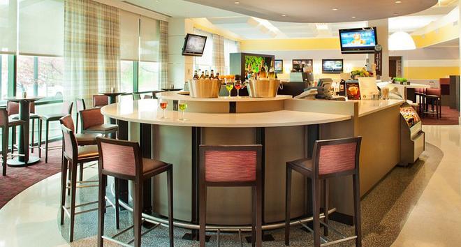 纽约肯尼迪机场万怡酒店 - 皇后区 - 酒吧
