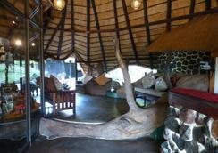 Elephant Valley Lodge - 卡萨内 - 大厅