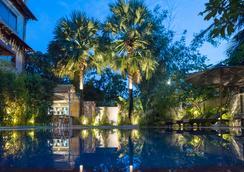 希望公园精品酒店 - 暹粒 - 游泳池