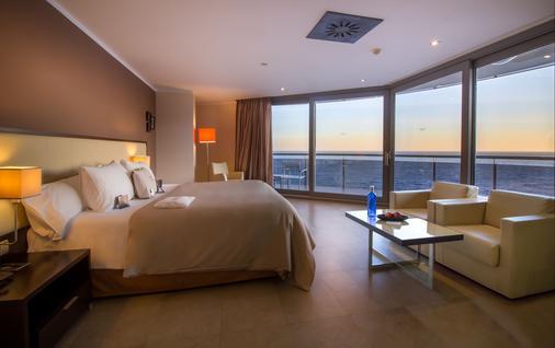 阳光与海滩酒店 - 仅限成人 - 卡尔佩 - 睡房