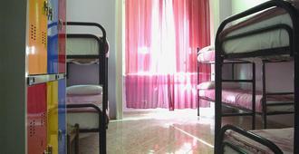 Hostel California - 米兰 - 睡房