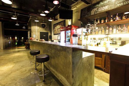 卡云青年旅社 - 库塔 - 酒吧