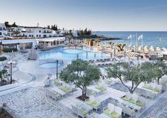 克雷塔马里斯海滩度假村 - 式 - 赫索尼索斯 - 酒吧