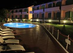 阿瓜维瓦公园酒店 - 费拉约港 - 游泳池